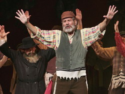 121-02.Fiddler on the Roof